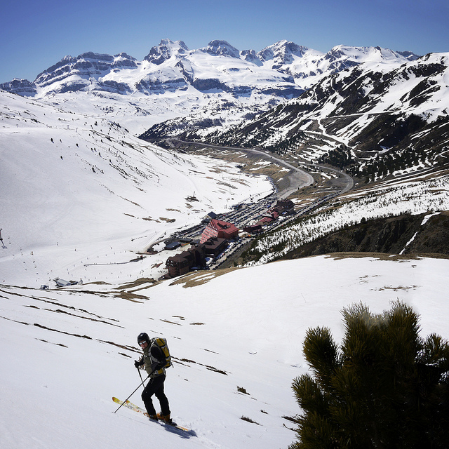 Esquiando en Candanchu de Mikel Ortega