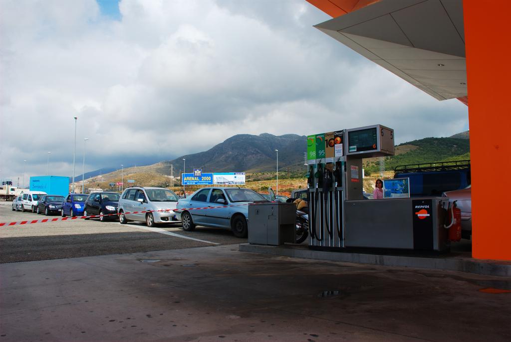 Colas para repostar gasolina