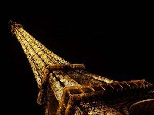 torre eiffe iluminada