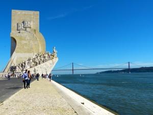 monumento descubrimientos turistas